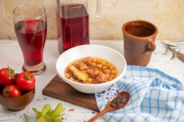 コンポストと黄色の豆とクフテボーズバッシュミートボールスープ 無料写真