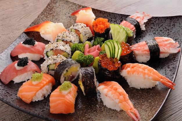 Блюдо ассорти суши Бесплатные Фотографии