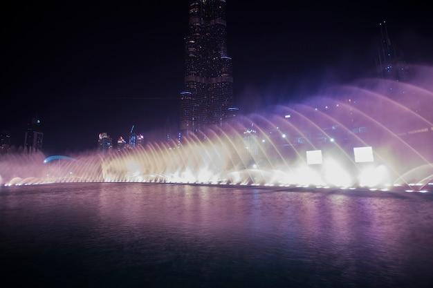 ドバイダンス噴水 Premium写真