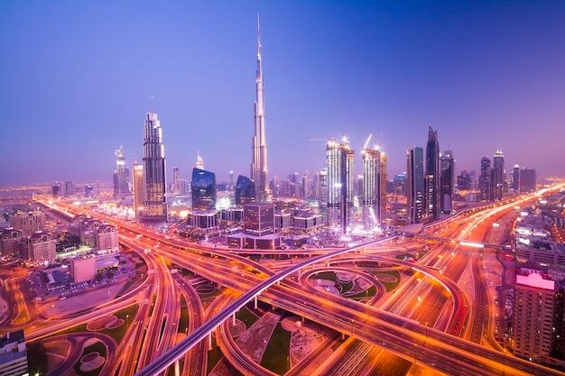 Дубай ночной город Premium Фотографии