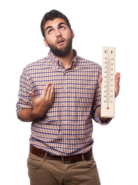 Человек с теплотой и термометром Бесплатные Фотографии
