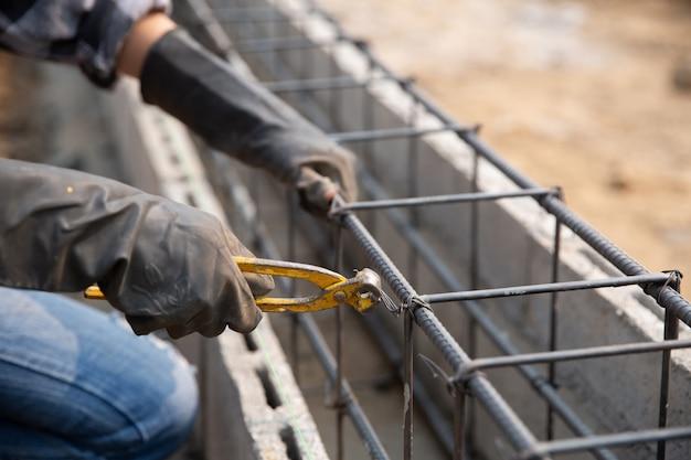 建設現場での鉄筋 無料写真