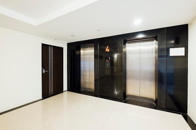 建物内のエレベーター 無料写真
