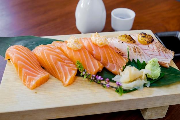 生魚寿司セット和食 無料写真
