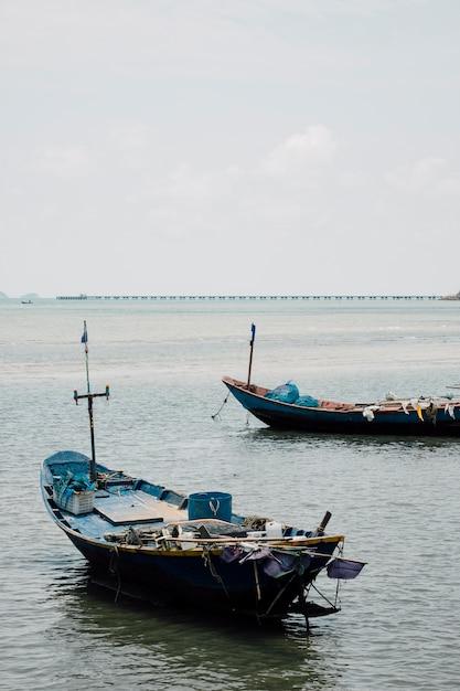 タイの海で漁船 無料写真