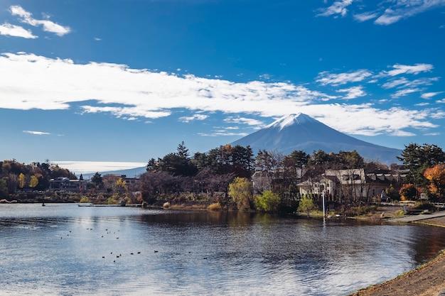 川口湖の秋の富士山 無料写真