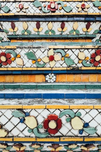 タイ、バンコクの寺院のテクスチャ壁 無料写真