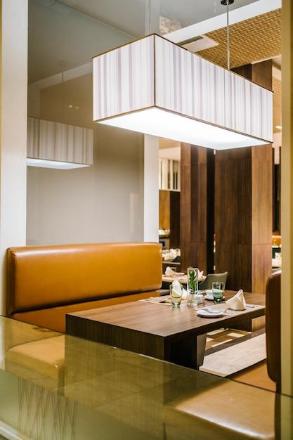 高級ホテルの夕食のテーブル 無料写真