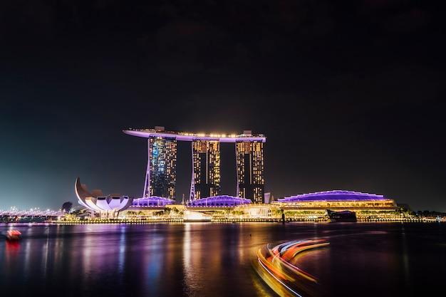 Длительная выдержка бухты марина в ночной сцене, сингапур Бесплатные Фотографии