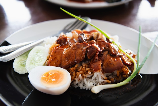 赤い豚肉とご飯 - 有名なタイ料理レシピ 無料写真