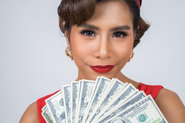 Счастливая мода красивая женщина рука доллар деньги Бесплатные Фотографии