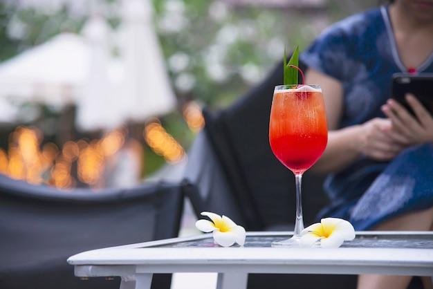 カクテルレシピ名マイタイまたはマイタイの世界的な好意のカクテル 無料写真