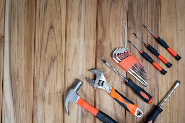 Ручной набор инструментов, на деревянный пол. Бесплатные Фотографии