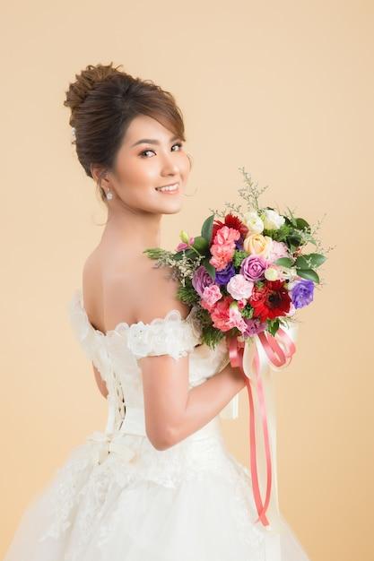 美しいアジアの花嫁の肖像画 無料写真