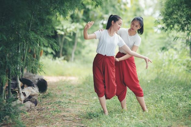 Портрет тайской юной леди в художественной культуре таиланда танцы, таиланд Бесплатные Фотографии