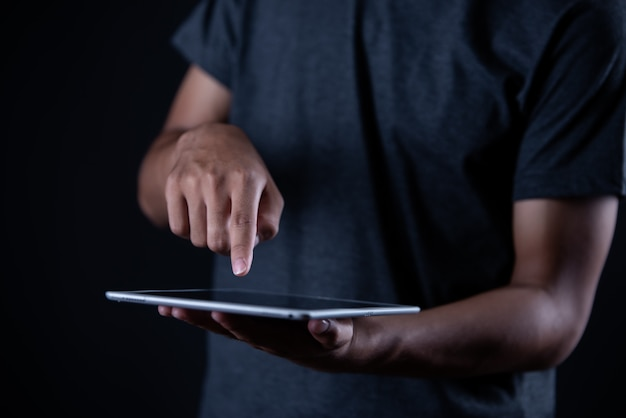 Мальчик учится на ноутбуке, обучение онлайн, образование Бесплатные Фотографии