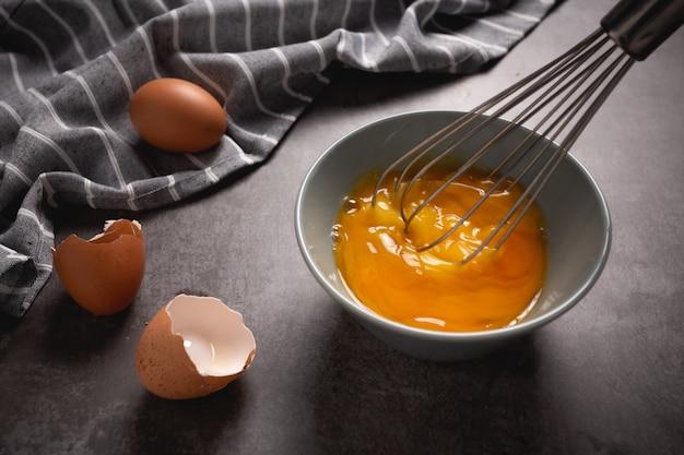 Яйцо на пару на цементе. Бесплатные Фотографии