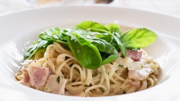 スパゲッティカルボナーラレシピ 無料写真
