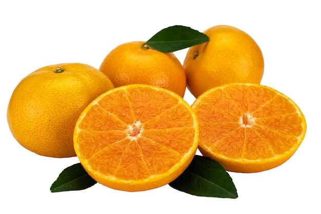 Свежий сочный апельсин на белом фоне Бесплатные Фотографии