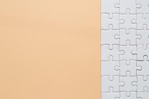 ピンクの白いジグソーパズルのピース 無料写真