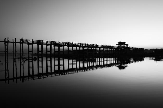 モノクロのマンダレー湖 無料写真