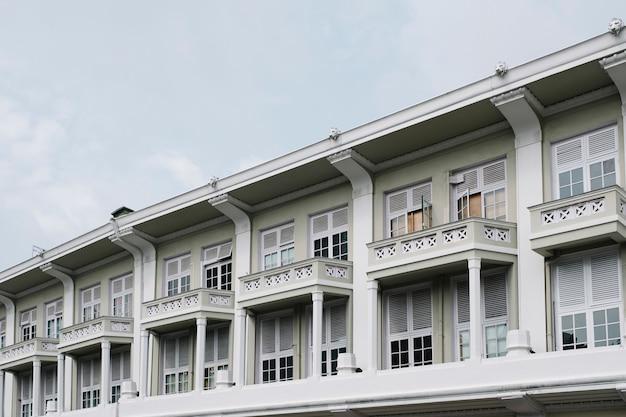 コロニアル様式の建物 無料写真
