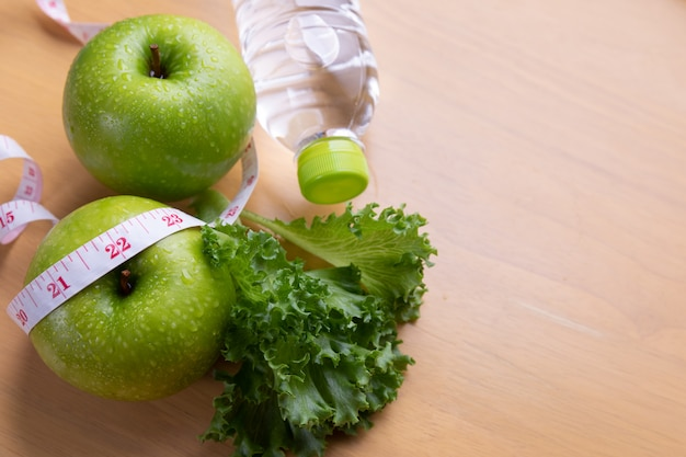 巻尺とダイエット食品 無料写真