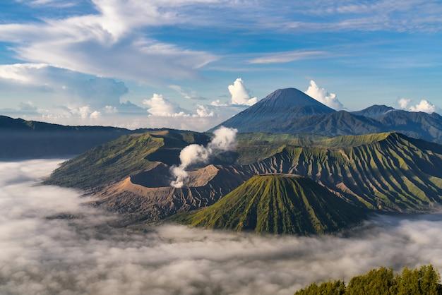 Горный пейзаж с туманом Бесплатные Фотографии