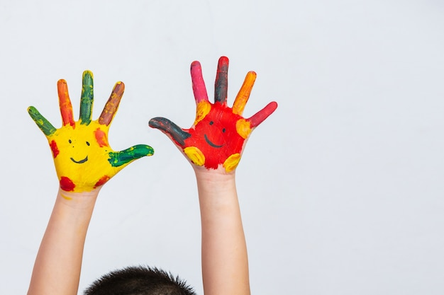 塗った子供の手 無料写真