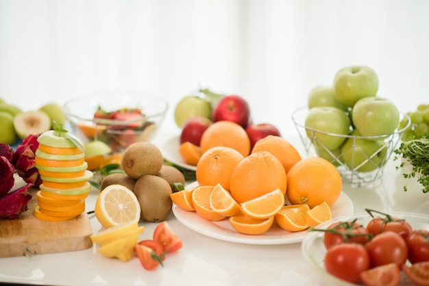 様々な果物、ヘルスケアと健康コンセプトを食べる 無料写真