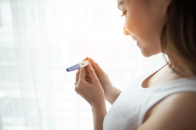 若い、女、手、妊娠、テスト 無料写真