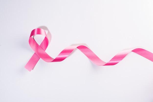 白地にピンクのリボン癌サイン 無料写真