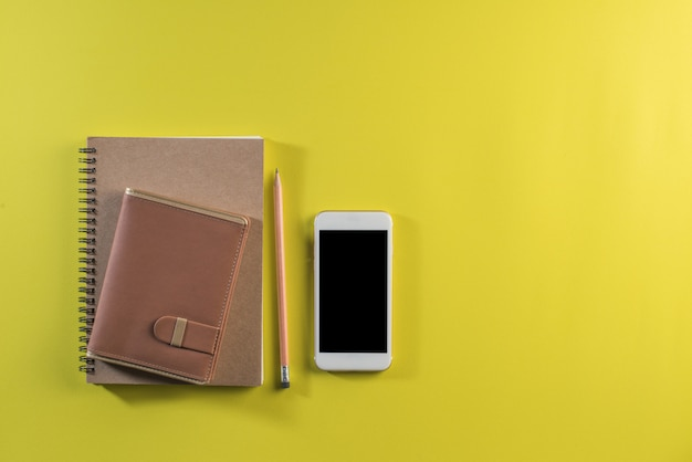 作業スペースに空白のノートブック 無料写真