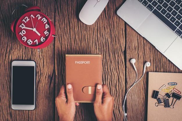 Вид сверху паспорт на рабочее место, концепция туризма Бесплатные Фотографии