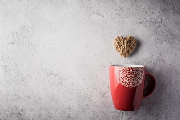 Красная чашка с сердцем, день святого валентина концепции Бесплатные Фотографии