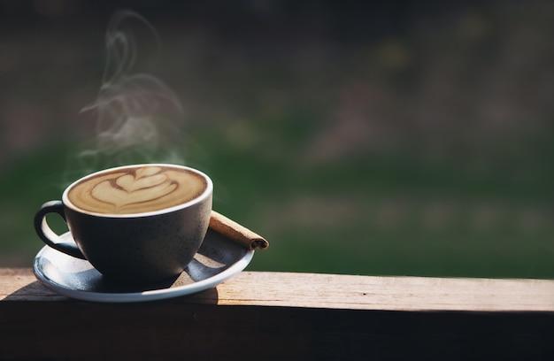 美しい新鮮なリラックスできる朝のコーヒーカップセット 無料写真