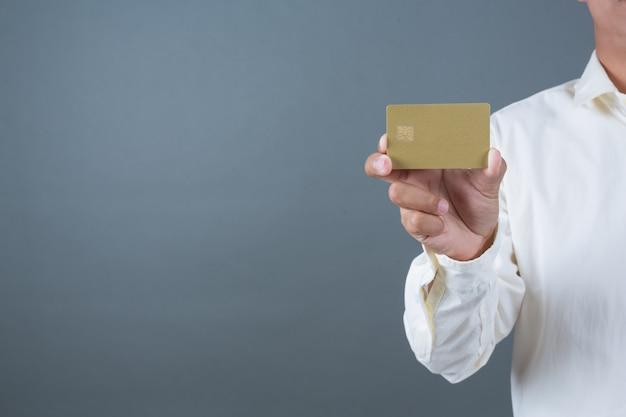 紙幣、現金を手話でジェスチャーを保持している男性のビジネスマン 無料写真