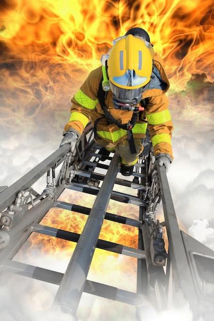 消防士は生存者を救助した 無料写真