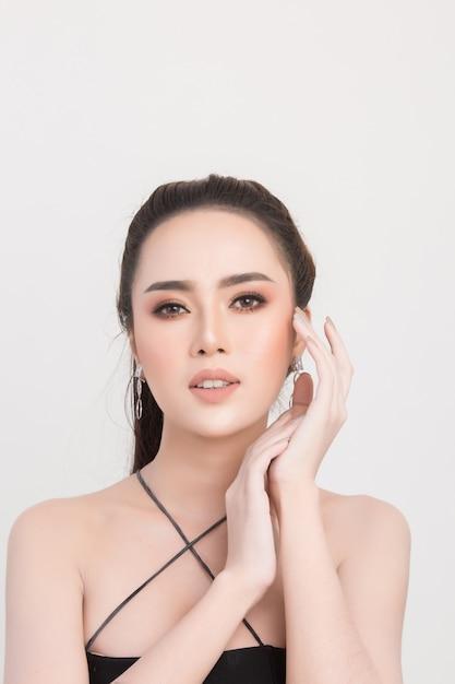 美しい女性の顔 無料写真