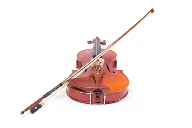 バイオリンと白い背景の上の弓 無料写真