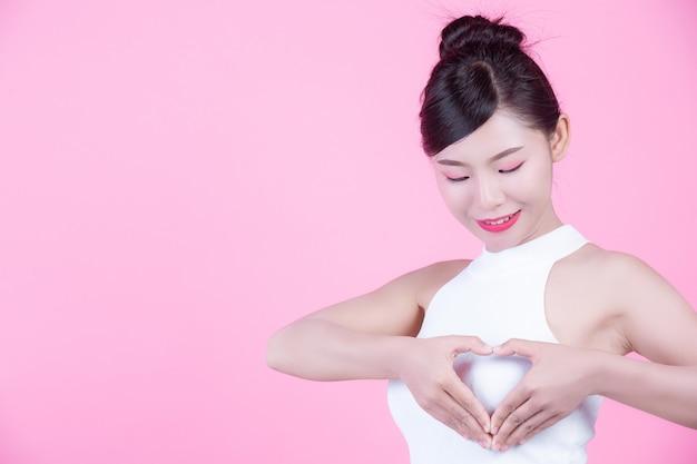 若い女性の乳房検査 無料写真