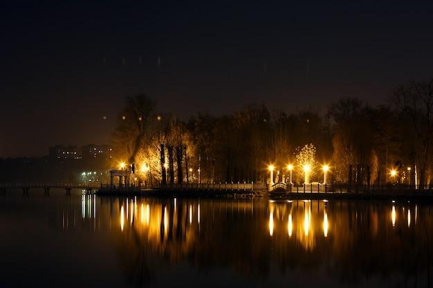 夜景街灯に点灯 無料写真