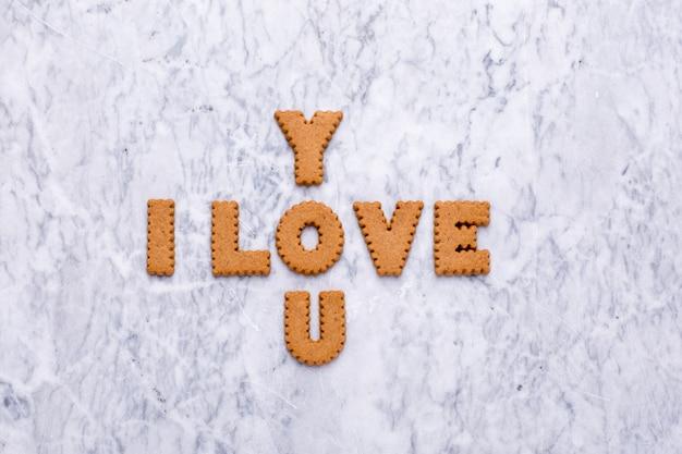 Письма печенье я тебя люблю на мраморе Premium Фотографии