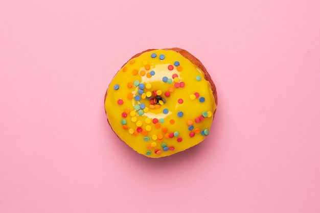 этими ухищрения картинка розовый пончик на желтом фоне сочные, зажаристые