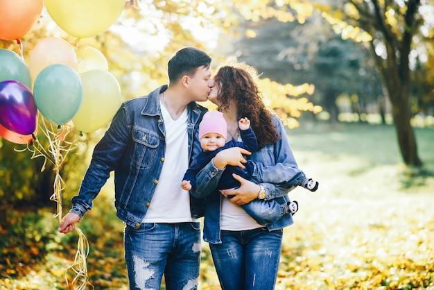 公園の美しい家族 無料写真
