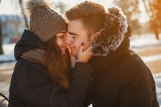 若いカップル 無料写真