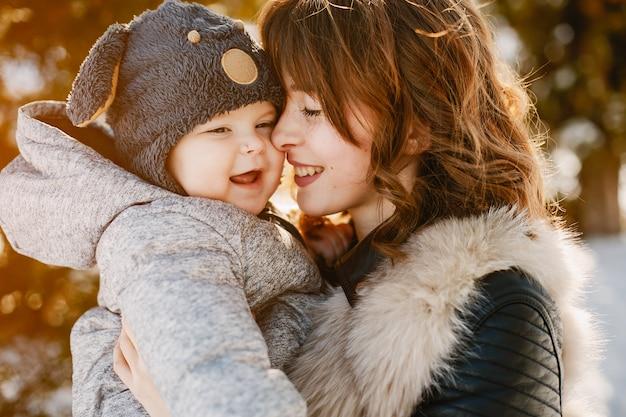 息子との母 無料写真