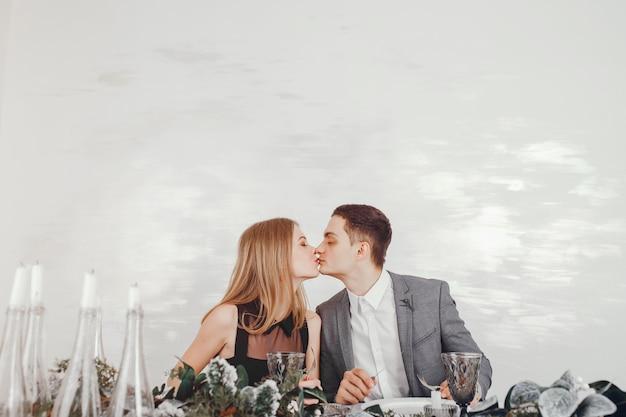 レストランでのカップル 無料写真