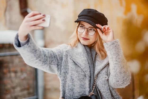 冬の街の女の子 無料写真