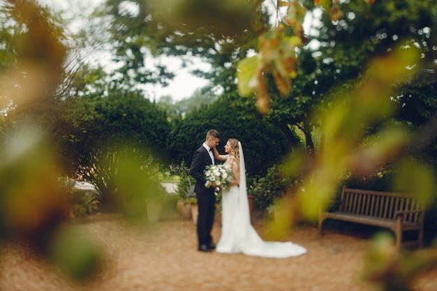 Элегантная свадебная пара Бесплатные Фотографии